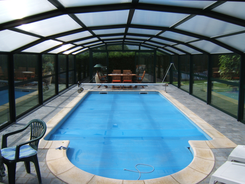 Abris de piscine swimprotec galerie poolside piscines for Piscine vannes ocea